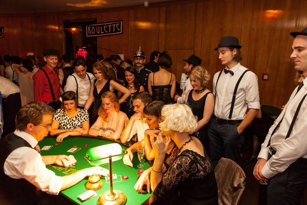 Der Falschspieler auf der 20er-Jahre-Party